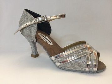 Picture of Latin Beverly Silver with short ankle strap (2)